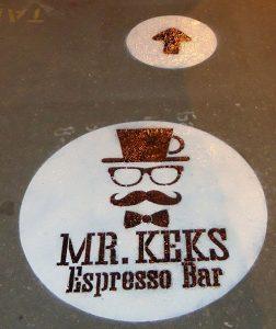 Реклама на асфальте мистер кекс
